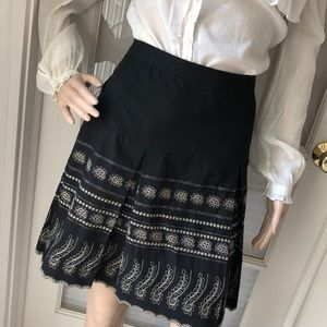 Evan-Picone petite blk/crm pleated/embroider skirt